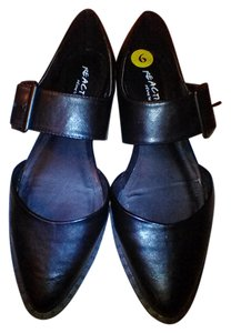 Kenneth Cole Reaction Mary Jane Black Flats