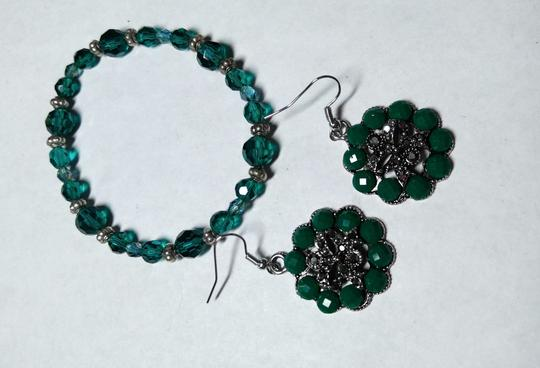 Other Green Crystals Bracelet & Earrings Set A061