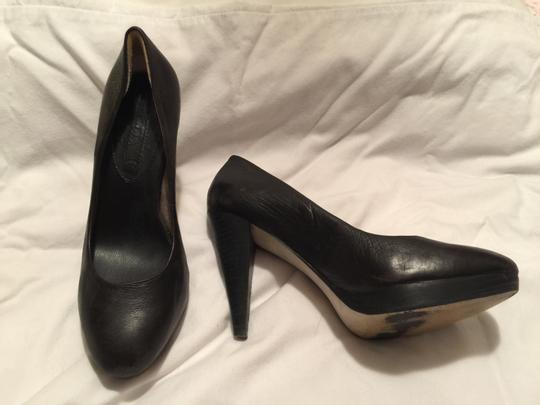 Banana Republic Leather Classic Nice Black Pumps