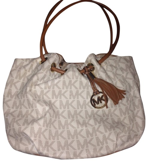 Preload https://item4.tradesy.com/images/michael-kors-cream-leather-hobo-bag-10189948-0-2.jpg?width=440&height=440