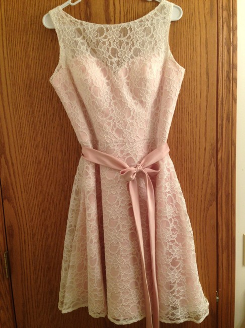 Item - Blush with Ivory Lace Overlay Satin 31004 Formal Bridesmaid/Mob Dress Size 8 (M)