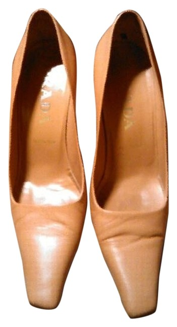 Item - Nude Pumps Size US 5.5 Narrow (Aa, N)