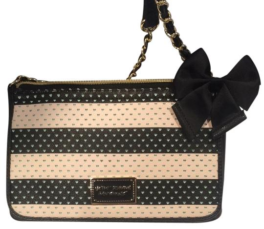 Preload https://item2.tradesy.com/images/betsey-johnson-striped-hearts-black-and-white-cross-body-bag-10210891-0-1.jpg?width=440&height=440