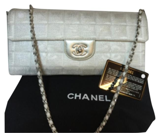 Item - East West Small Metallic White Silver Canvas Shoulder Bag