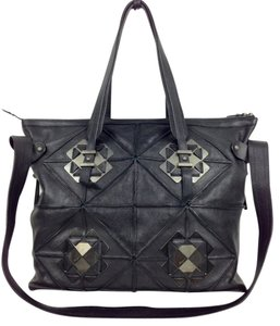 Salvatore Ferragamo Large Leather . Leather Weekend Tote in black