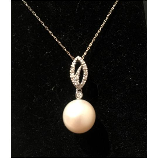 Preload https://item1.tradesy.com/images/macy-s-white-gold-diamonds-and-pearl-necklace-10222045-0-0.jpg?width=440&height=440