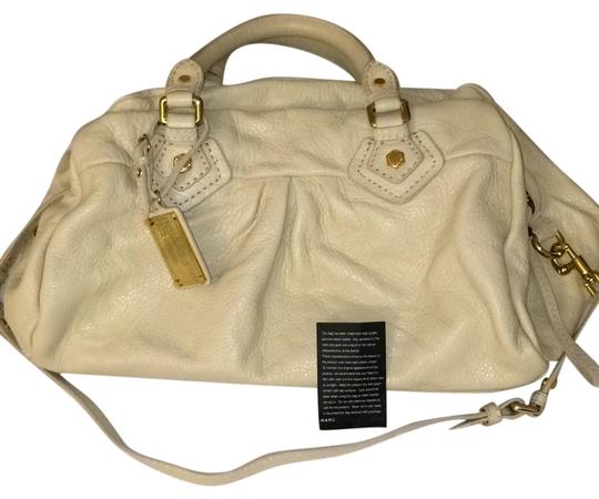 Preload https://img-static.tradesy.com/item/10225270/marc-by-marc-jacobs-classic-q-groovee-cream-leather-satchel-0-1-540-540.jpg