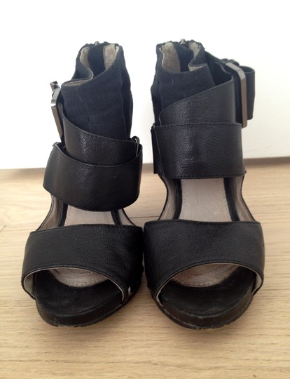 Mea Shadow Black Sandals