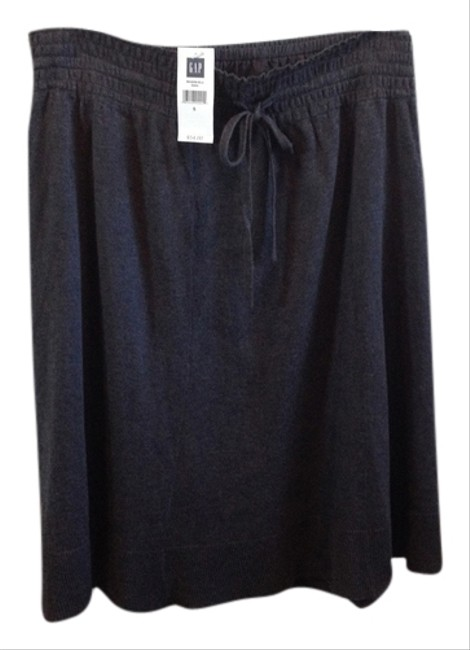 Preload https://img-static.tradesy.com/item/10234423/gap-dark-gray-skirt-size-6-s-28-0-1-650-650.jpg