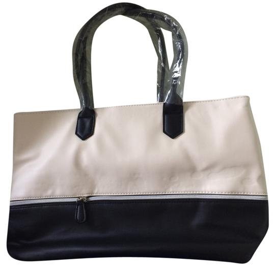 Preload https://item3.tradesy.com/images/lord-and-taylor-tote-10237882-0-1.jpg?width=440&height=440