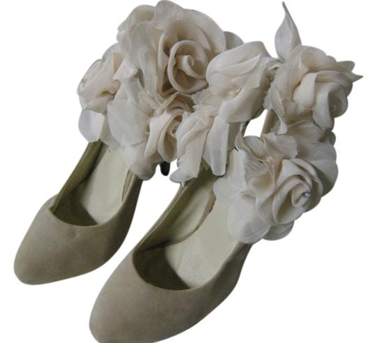 Preload https://item2.tradesy.com/images/creamlight-taupe-decorated-wedding-one-of-a-kind-pumps-size-us-85-regular-m-b-10248001-0-1.jpg?width=440&height=440