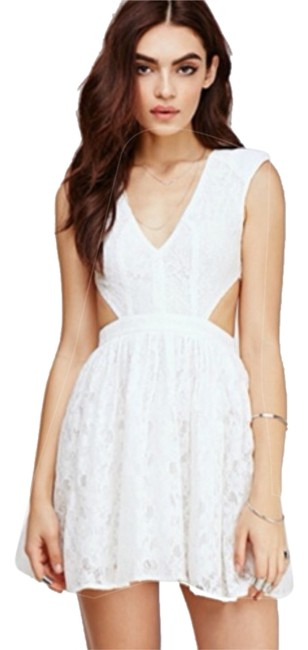 Preload https://img-static.tradesy.com/item/10249204/forever-21-white-above-knee-short-casual-dress-size-4-s-0-1-650-650.jpg