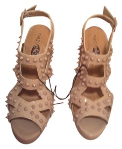 Rue 21 tan Pumps