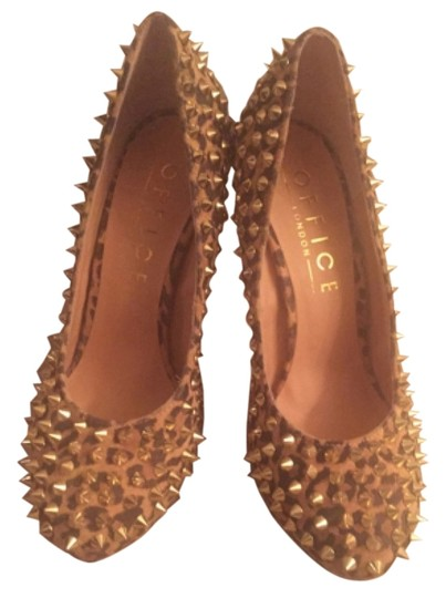 Preload https://item3.tradesy.com/images/tan-and-brown-pumps-size-us-9-regular-m-b-10255747-0-1.jpg?width=440&height=440