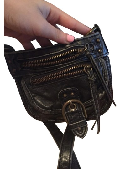 Preload https://img-static.tradesy.com/item/10260394/black-faux-leather-shoulder-bag-0-1-540-540.jpg