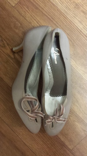 Delman brown /pale grayish purple Pumps