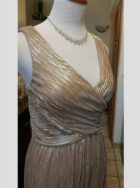 JS Boutique Classic Gown Evening Party Holiday Special Event Wedding V-neck Sleeveless Sleek Elegant Dress