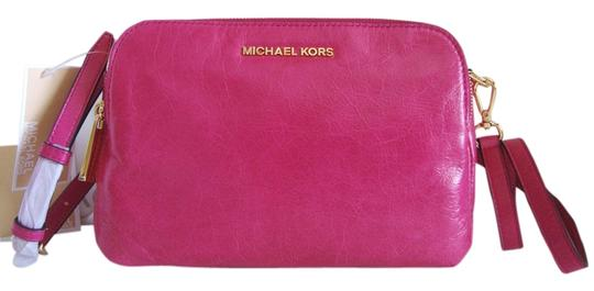 Preload https://img-static.tradesy.com/item/10277770/michael-kors-alexis-medium-fuchsia-genuine-leather-messenger-bag-0-3-540-540.jpg