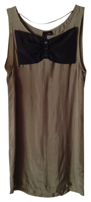 Preload https://item5.tradesy.com/images/divided-by-h-and-m-tank-top-khaki-greenblack-1028044-0-0.jpg?width=400&height=650