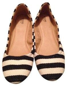 Mossimo Supply Co. Black and Off White Flats