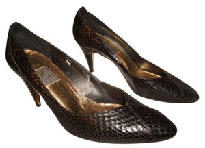 J. Renee Snakeskin 3 Inch Heel Dress Size 8m Black Pumps