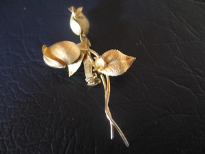 Other Vintage Delicate Rose Pin - Gold Finish - Costume - 2-1/2