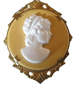 Preload https://item4.tradesy.com/images/gold-finish-white-cameo-background-vintage-costume-2-12-10283773-0-1.jpg?width=440&height=440
