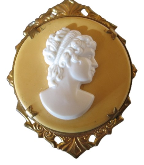 Preload https://img-static.tradesy.com/item/10283773/gold-finish-white-cameo-background-vintage-costume-2-12-0-1-540-540.jpg