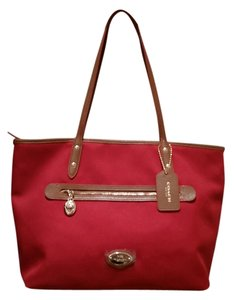 Coach Crossgrain Leather Saddle Tote in classic red