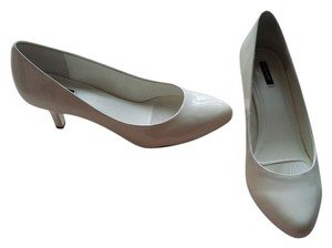 Alex Marie white Pumps