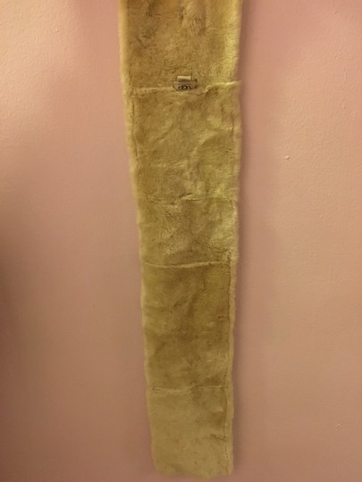 UGG Australia Ugg scarf in beautiful condition. Real fur