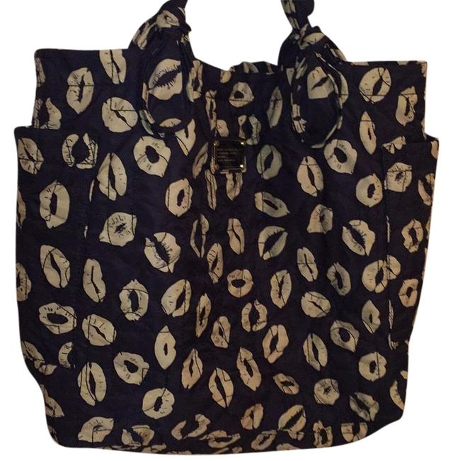 Item - Tote Black with White Lips Nylon Weekend/Travel Bag