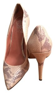 Vince Camuto Cream/ Gray Pumps