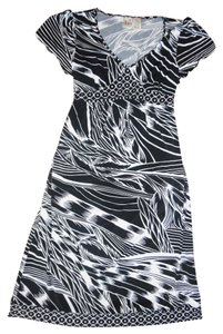 Duo Maternity Bamboo Leaves Print Stretchy Tie-Around Dress