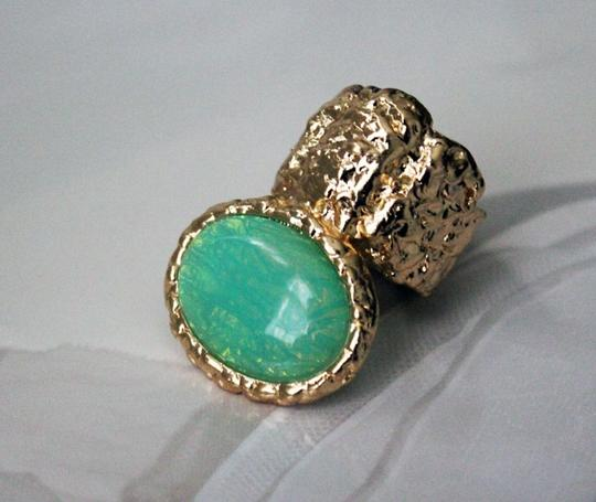 Mint Stone Gold Plated Stretchable Knuckle Ring. Mint Stone Gold Plated Stretchable Knuckle Ring.