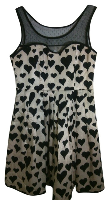 Preload https://item1.tradesy.com/images/minuet-petite-beige-and-black-hearts-large-above-knee-cocktail-dress-size-12-l-10307950-0-1.jpg?width=400&height=650