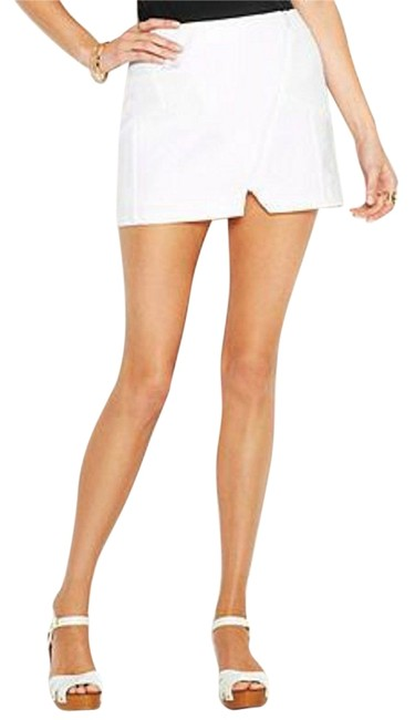 Preload https://item1.tradesy.com/images/made-fashion-week-for-impulse-white-textured-x-small-miniskirt-size-2-xs-26-10312180-0-1.jpg?width=400&height=650