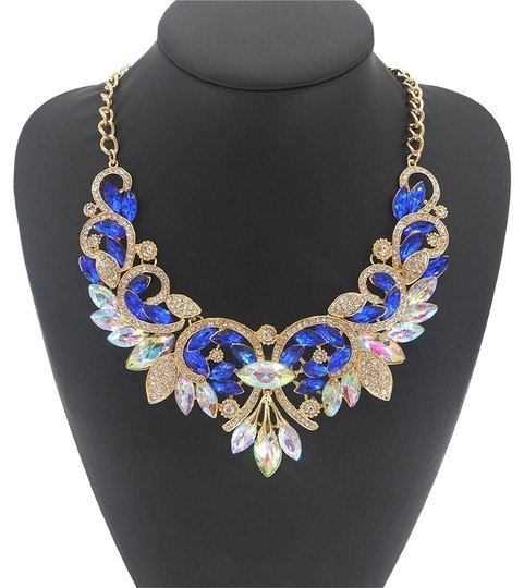 Preload https://item4.tradesy.com/images/crystal-necklace-10312363-0-3.jpg?width=440&height=440