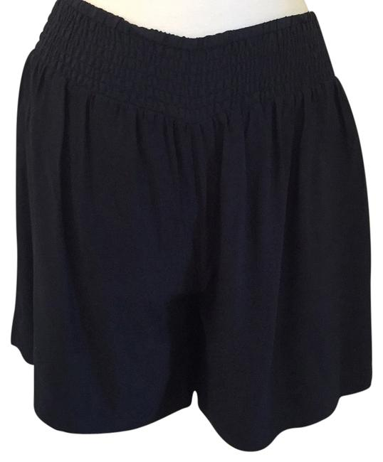 Preload https://item2.tradesy.com/images/saks-fifth-avenue-blac-shorts-size-6-s-28-10315006-0-1.jpg?width=400&height=650