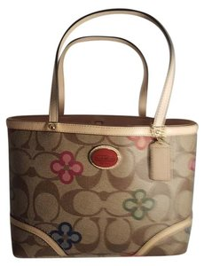 Coach New With Tags Fun Tote in Khaki