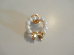 Other GOLDTONE WHITE PEARLS Pin/Button