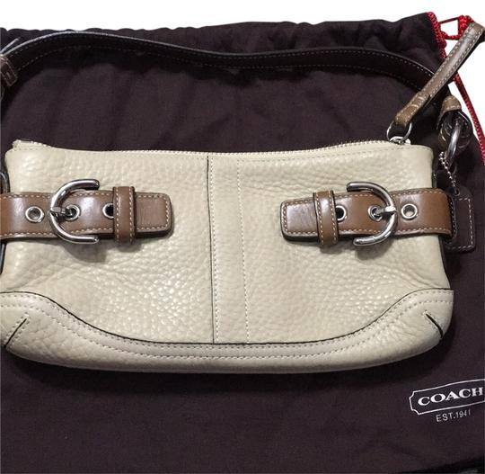 Preload https://item5.tradesy.com/images/coach-brown-leather-clutch-10336174-0-1.jpg?width=440&height=440