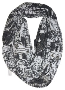 Deena & Ozzy Urban Outfitters Print Infinity Circle Scarf