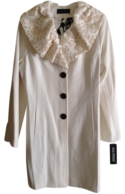 Item - Off White Fashionable Winter By Coat Size 12 (L)