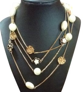 Vintage Vintage Pearl Gold And Black-Cream Enameled Flower Necklace