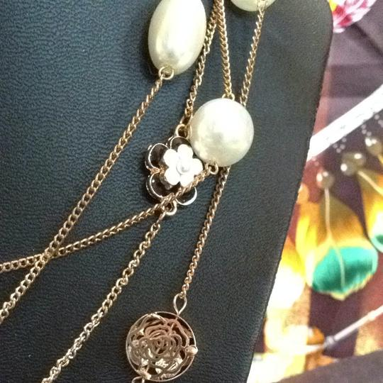 Other Vintage Pearl Gold And Black-Cream Enameled Flower Necklace