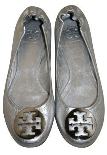Preload https://img-static.tradesy.com/item/1034/tory-burch-silver-flats-size-us-7-regular-m-b-0-0-540-540.jpg