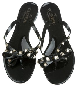 Valentino Black Rubber Jelly Rockstud Gold Gold Hardware 35.5 5.5 New Flat Thong Bow Studded Spike Embellished Textured Black, Gold Sandals