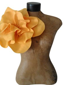 Other Tracey Vest Buttercup Yellow Felt Ovesized Rosette Magnet Pin