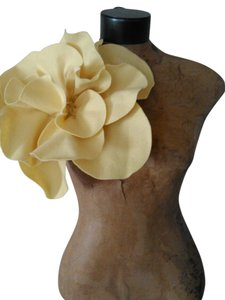 Other Tracey Vest Pale Yellow Felt Ovesized Rosette Magnet Pin